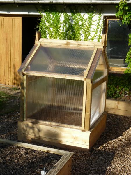 un serre pour le potager en carr page 4 au jardin. Black Bedroom Furniture Sets. Home Design Ideas