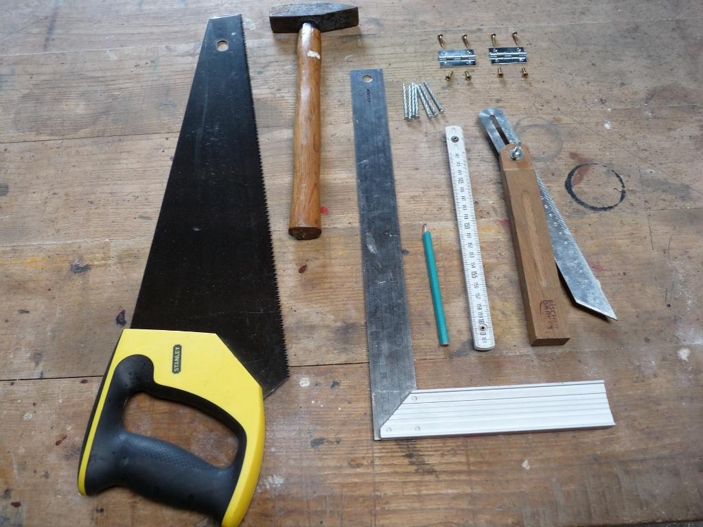 les outils pour fabriquer un nichoir mon potager en carr s. Black Bedroom Furniture Sets. Home Design Ideas