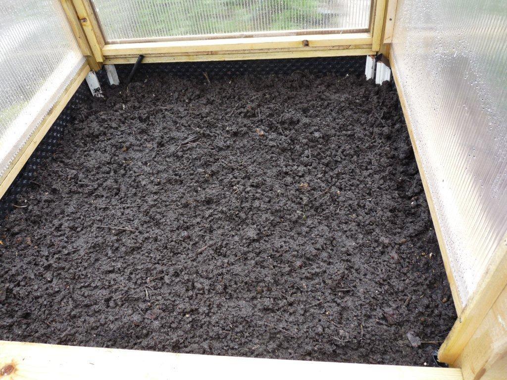 un potager en carr sur lev mais pas hors sol mon potager en carr s. Black Bedroom Furniture Sets. Home Design Ideas