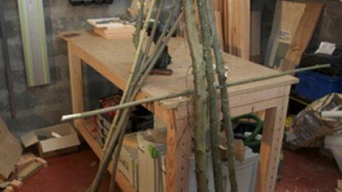 Des tuteurs pour les plantes grimpantes : tutoriel