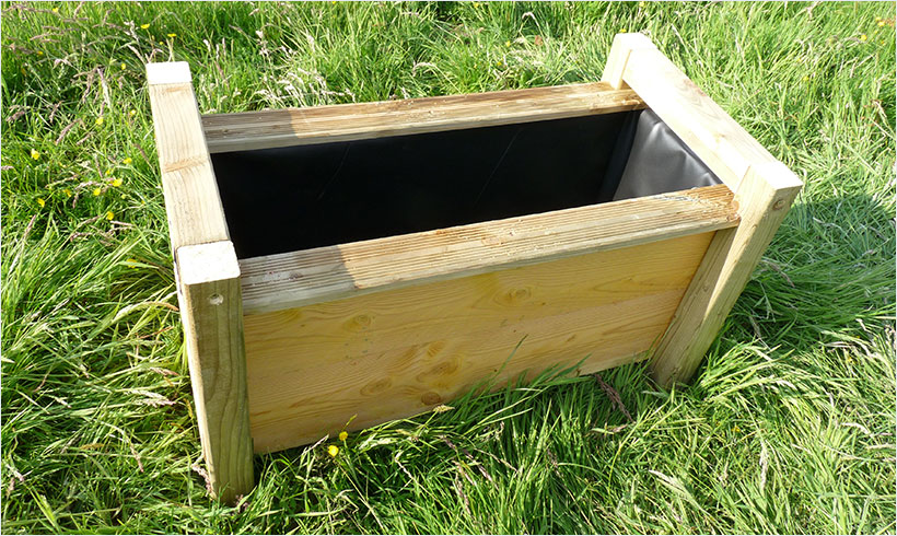 fabriquer une jardini re wicking bed mon potager en carr s. Black Bedroom Furniture Sets. Home Design Ideas