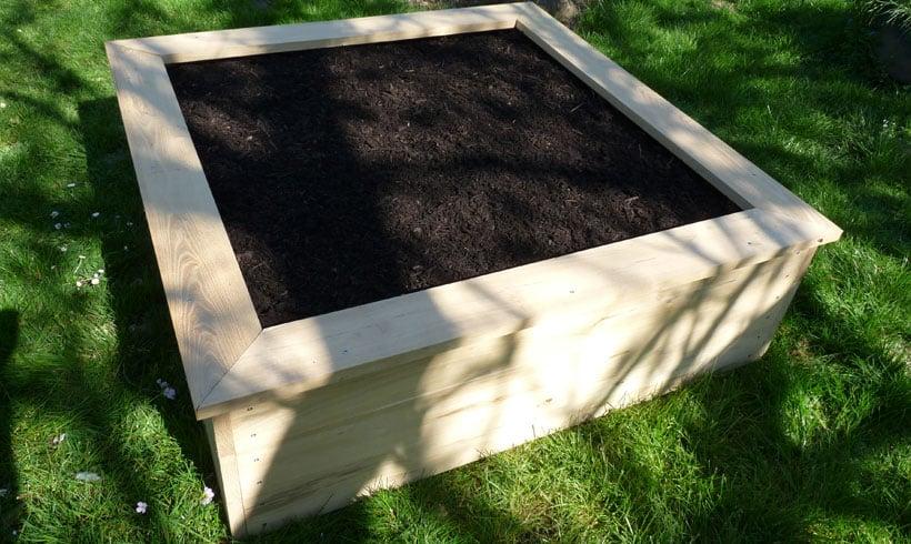 Fabriquer un carré de potager en robinier.