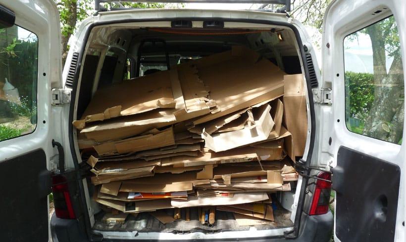 Pour transformer une pelouse en potager, il faut trouver des cartons en quantité.