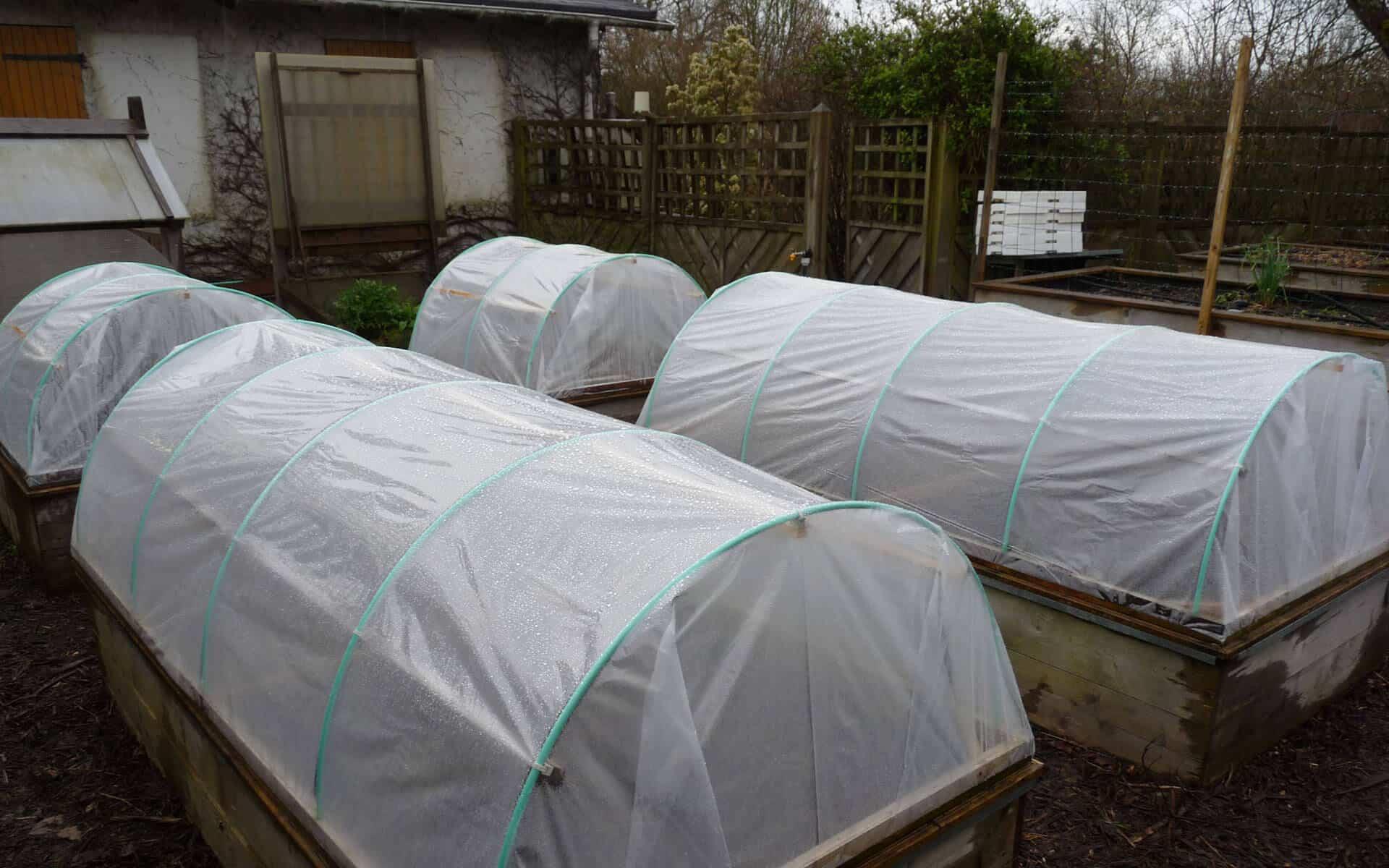 Les carrés de potager s'adaptent très bien à l'utilisation des tunnels maraîcher mobiles.