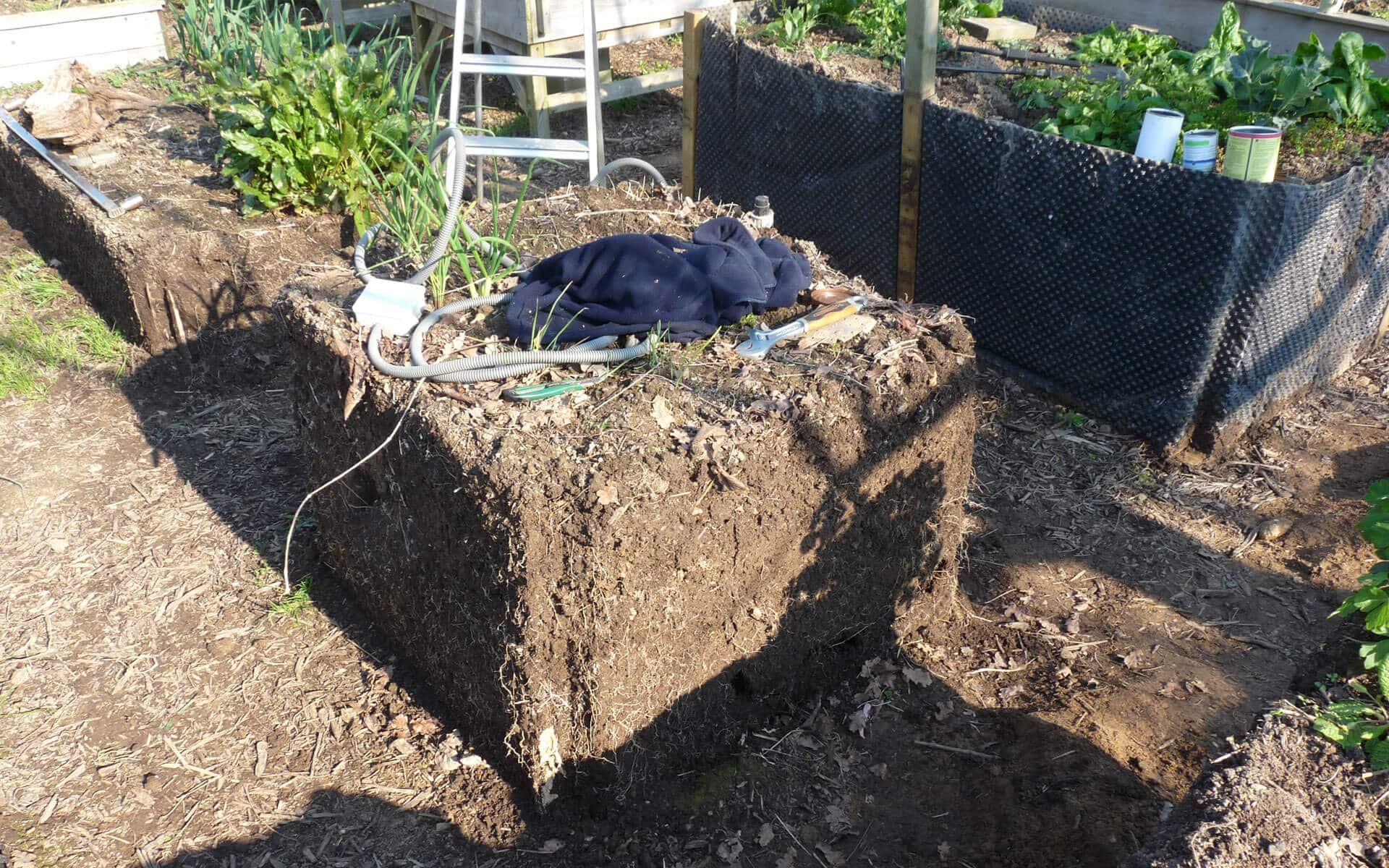 Après quelques années, j'ai pu ouvrir mes carrés de potager. J'en ai profité pour examiner l'évolution du sol.